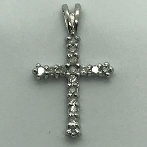 Jewelry - 10k white gold diamond 💎 cross ✝️ pendant